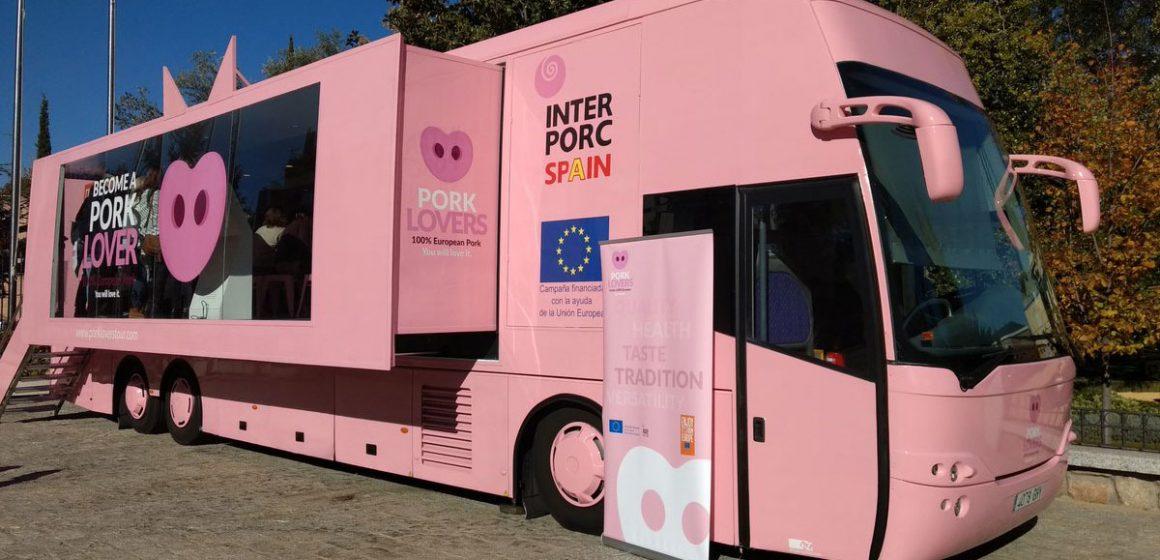 Exhibición para amantes de carne de cerdo inició recorrido de 6 mil km por España y Reino Unido